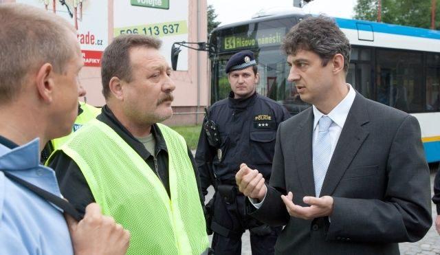 Ředitel Dopravního podniku Ostrava zůstane ve funkci, kvůli lobbistovi ale mají odstoupit radní